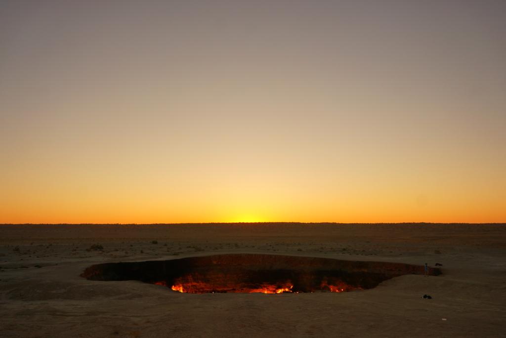 地獄の門朝日
