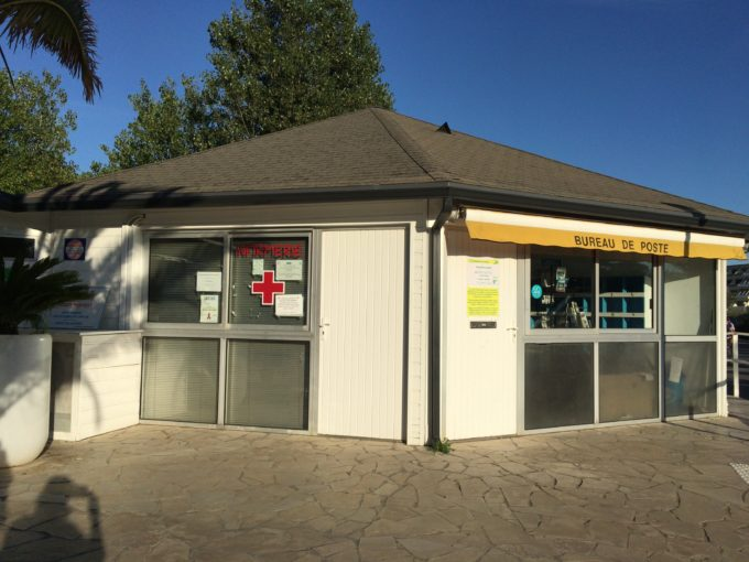 ヌーディスト村郵便局