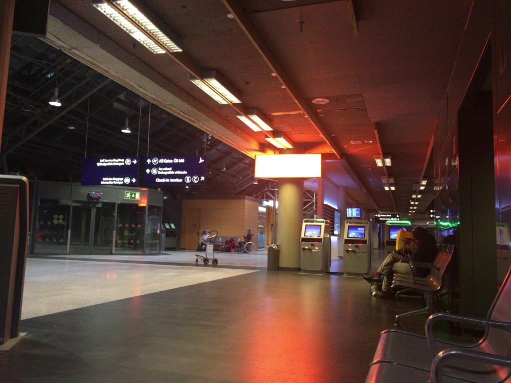 アイスランド空港泊