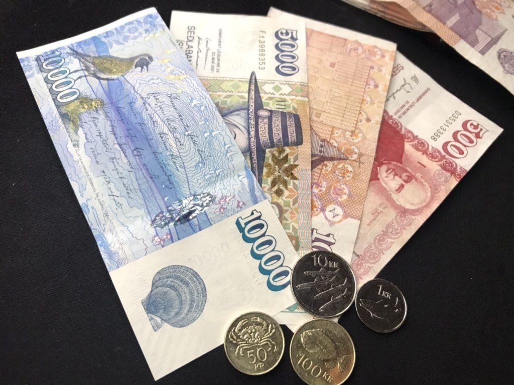 アイスランド通貨お金