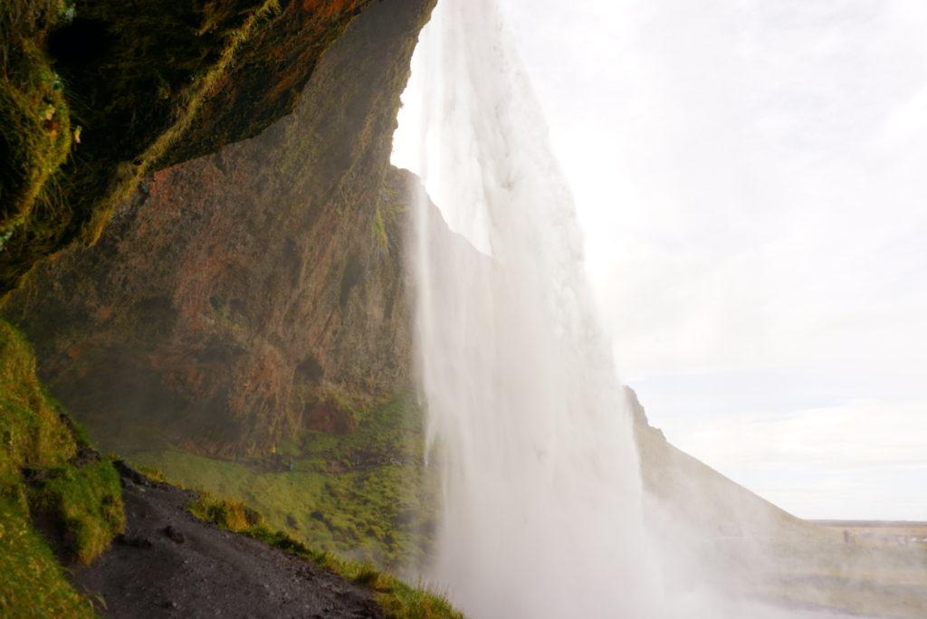 アイスランド裏見の滝