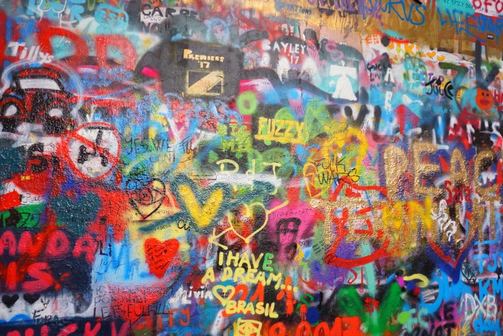 プラハ ジョンレノンの壁