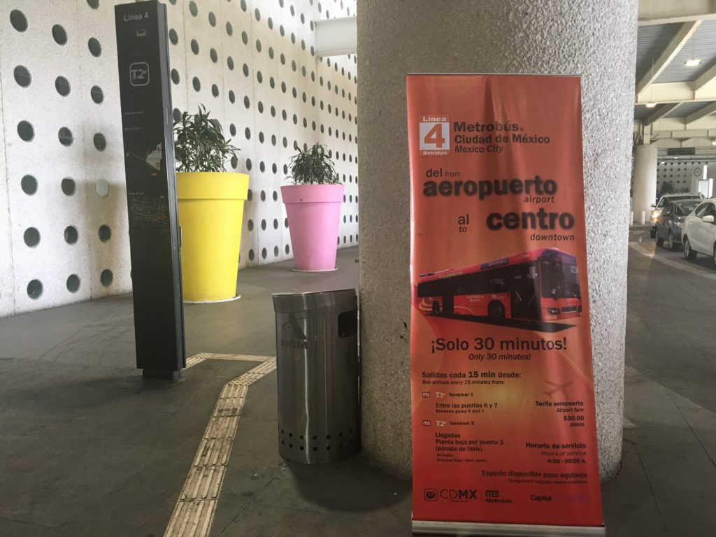 メキシコ・シティ国際空港バス乗り場