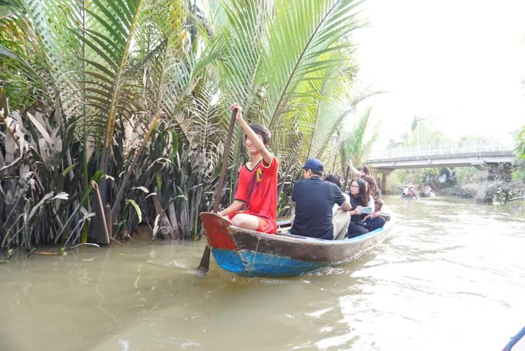 メコン川手漕ぎボート